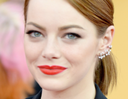emma stone sag awards red lip